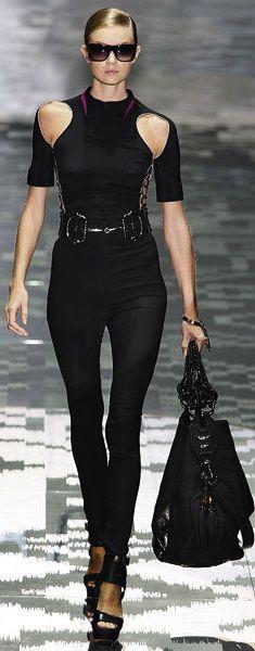 Gucci. LOVE LOVE LOVE IT!!! http://www.visiondirect.com.au/designer-sunglasses/Gucci/Gucci-GG-3671/S-0KS/CC-224689.html?utm_source=pinterest&utm_medium=social&utm_campaign=PT post