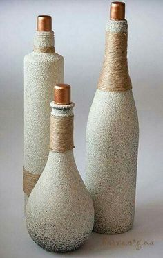 Recycle plastic or glass bottles/Textured spray paint & twine Empty Wine Bottles, Recycled Wine Bottles, Wine Bottle Corks, Glass Bottle Crafts, Painted Wine Bottles, Diy Bottle, Bottles And Jars, Glass Bottles, Decorated Bottles