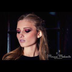 Super #elegant #portrait #eyemakeup #nudelip Stunning #makeup look #beauty Photography by Miriam Moskovits www.facebook.com/miriammoskovitsphoto www.instagram.com/miriammoskovitsphoto Hair by Ruchy Schwarzmer Makeup by Rachel Hoffman