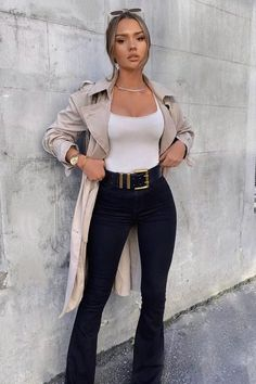 These insanely cute fall outfits for woman are perfect for this season!! Flare pants, parka rain coat neutral colors. Shop the best fall outfits! Black Girl Fashion, Look Fashion, Autumn Fashion, Fashion Outfits, Fashion Trends, Fashion Women, Fashion Belts, Fashion Blouses, Fashion Spring