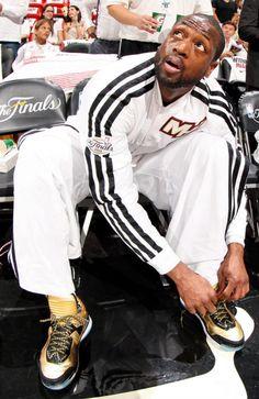 Dwyane Wade wearing Li Ning Way of Wade- Finals PE Celebrity Sneakers ebdbbb5fbf