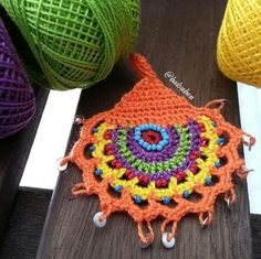 This Pin was discovered by zey Freeform Crochet, Crochet Motif, Crochet Designs, Crochet Stitches, Love Crochet, Crochet Gifts, Diy Crochet, Crochet Flowers, Diy Accessories