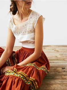 Bohemian skirt and white blouse Source by ideas boho Maxi Skirt Boho, Bohemian Skirt, Boho Dress, Hippie Boho, Boho Chic, Maxi Skirts, Maxi Dresses, Gypsy Skirt, Hippie Hair