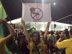 A gerente de projetos Nena Lentini durante protesto contra a presidente Dilma em frente ao Palácio do Planalto (Foto: Alexandre Bastos/G1)