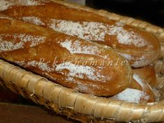 Tmavší, lehké bagety s měkounkou střídou a křupající kůrkou. Suroviny: 250 g vody lžička cukru 40 g změklého sádla 50 g slunečnicových semen 40 g žitné celozrnné mouky jemné 150 g špaldové mouky 240 g hladké mouky 2 lžičky soli 15 g droždí   Postup: suroviny dáme do pekárny v pořadí tekuté - sypké… Hot Dog Buns, Hot Dogs, French Toast, Bread, Breakfast, Food, Morning Coffee, Brot, Essen