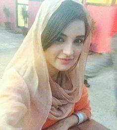 Areema khan Beautiful Hijab, Simply Beautiful, Beautiful Women, Pakistani Girls Pic, Khuda Aur Mohabbat, Hijab Gown, Cute Girl Face, Jennifer Winget, Pakistani Actress