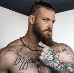 55 Beard Tattoo To Make You Look Masculine Great Beards, Awesome Beards, Beard Styles For Men, Hair And Beard Styles, Hot Tattoos, Tattoos For Guys, Tatoos, Bart Tattoo, Bearded Tattooed Men
