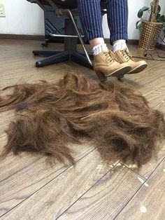 Bildergebnis für hair on the floor Long Hair Cut Short, Short Hair Styles, Punishment Haircut, Forced Haircut, Summer Haircuts, Bald Women, Hair Falling Out, Shaved Head, Lugares