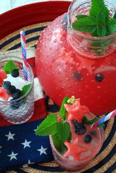 A Star-Spangled Celebration Table and Menu Recipe for Land of the Free Lemonade - Watermelon is the ultimate All-American summer snack. This year, make your of July celebration even sweeter with a sweet-tart watermelon lemonade 4th Of July Celebration, 4th Of July Party, Fourth Of July, Patriotic Party, Patriotic Recipe, Watermelon Lemonade, Watermelon Recipes, Watermelon Punch, 4th Of July Watermelon
