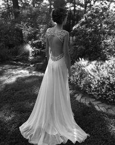 Key hole back wedding dress <3