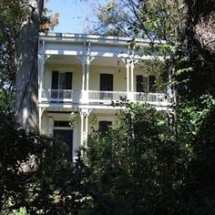 The Most Haunted House in Mississippi. located in Vicksburg. Real Haunted Houses, Most Haunted, Haunted Mansion, Haunted Places, Abandoned Places, Spooky Places, Best Ghost Stories, Vacation Places, Southern Style