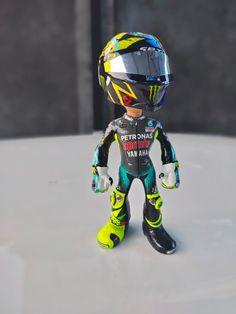 Valentino Rossi, Paint Designs, Cool Designs, Oneplus Wallpapers, Helmet Paint, Custom Hot Wheels, Hammerhead Shark, Vr46, Motorcycle Helmets