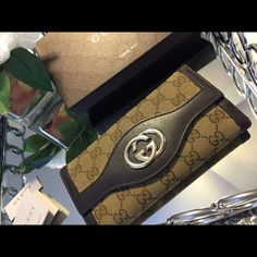 Gucci Wallet (interlocking G continental) Authentic Gucci wallet PRE LOVED! corner of wallet has tears as seen on picture but other then these tears the wallet is in good conditions. Comes with box. Gucci Bags Wallets