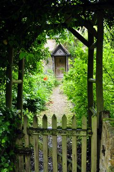 A classic cottage of Cotwolds stone in the village of Upper Slaughter; -- PIGEON ON THE GATE .♪..♫..♪✿.•.¸¸❤•:*¨¨*:•..♪..♫..♪ Irish/celtic music; makes me feel happy... http://www.youtube.com/watch?v=Pb1gfq1h5kw .John Weir, Clare Keville, Eithne Ni Dhonaile - 'Pigeon on the Gate', --Killavil Reel, The Jolly Tinker .♪..♫..♪✿.•.¸¸❤•:*¨¨*:•..♪..♫..♪