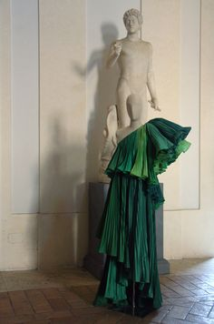"""Roberto Capucci The Roman stylist and artist, """"the best creator of Italian fashion"""" according to Christian Dior, decided to focus on haute couture alone in the 1980s: garments that are works of art, presented in a single collection each year, in a different city each time."""