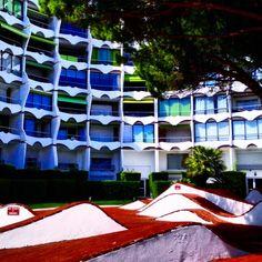 #lagrandemotte #architecture #France #lagrandepyramide #architect #artdeco #Montpellier #beach #suddefrance #70s #homemadephotoshoot