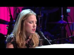 """Diana Krall performs """"The Look of Love"""" 