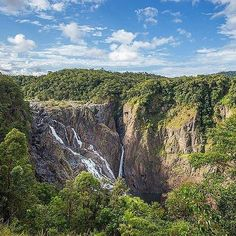 Hotels-live.com/pages/hotels-pas-chers - The Barron Falls truly are natural beauty at its best! A major feature of the Barron Gorge National Park in @tropicalnorthqueensland you can find this world of breathtaking scenery tropical rainforests and divers
