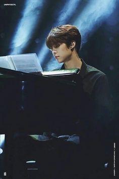 How beautiful is Johnny while playing the piano? Nct Johnny, Johnny Was, Yang Yang, Rapper, Sm Rookies, Playing Piano, Na Jaemin, Jung Woo, Fandoms