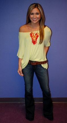 love this look. Love the fit of the jeans,and top! Love the colors and the necklace is super cute!