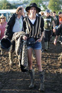 shopping e imagenes de celebrities con botas de agua: Alexa Chung en Glastonbury