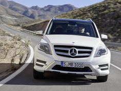Mercedes-Benz GLK 350 2013 is one of the cars in the introduction in Europe. Mercedes-Benz GLK 350 revised in the exterior and the interior as a whole
