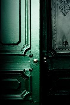Imagem de green, slytherin, and aesthetic Green Front Doors, Slytherin Aesthetic, Slytherin House, Hogwarts Houses, Ravenclaw, By Any Means Necessary, Design Set, Door Design, Jewel Tones