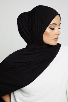 Dubai Fashion, Muslim Fashion, Hijab Fashion, Hijab Style Tutorial, Hijab Niqab, Nigerian Weddings, Hijabs, Photo Reference, Scarf Styles