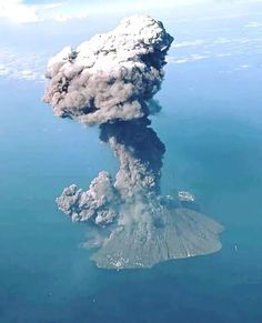 Cool Pictures Of Nature, Cool Photos, Volcano Pictures, Wild Nature, Natural Phenomena, Science And Nature, Amazing Architecture, Natural Wonders, Amazing Nature
