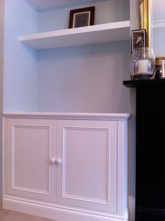 Alcove - cupboard with shelves Alcove Ideas Living Room, Living Room Bookcase, Home Living Room, Bedroom Alcove, Bedroom Storage, Room Ideas, Alcove Cupboards, Built In Cupboards, Built In Shelves