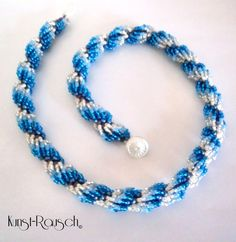 Kette blau weiß  von Kunst-Rausch auf DaWanda.com
