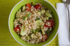 L'insalata di farro con zucchine è un primo piatto perfetto da servire ad un pranzo freddo. Scopri la ricette per il bimby.