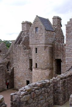 Tolquhon Castle, Aberdeenshire, central courtyard and rear living area
