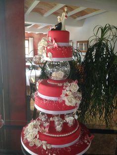 Tarta de boda roja