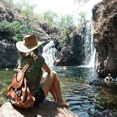 Sono qui, ancora in Australia, immersa in un mondo che ha un sapore diverso. La mattina la sveglia suona presto, prestissimo, alle 7.30 siamo attivi, pronti per una giornata di scoperte. Oggi, é toccato al parco nazionale di Litchfield, un piccolo angolo di paradiso dove é possibile immergersi avvolti dalle cascate. É uno di quei luoghi dove potrebbero vivere i miei magici elfi e fate di cui fantastico sempre. #ntaustralia #nx30 @ausoutback @samsungcamera #seeAustralia #misswalkingaway…