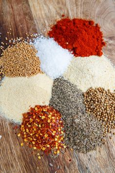 Montreal Steak Seasoning Recipe : An easy to make homemade Montreal steak seasoning blend that is perfect on steaks, mixed into burgers, mashed potatoes, etc! Low Salt Recipes, Dry Rub Recipes, Hamburger Seasoning, Seasoning Mixes, Homemade Spices, Homemade Seasonings, Dry Rub For Steak, Steak Spice, Sauces