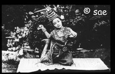 Cambodia 1920/30's   Flickr - Photo Sharing! Cambodian People, Cambodian Art, Royal Ballet, Country Girls, Southeast Asia, Old Photos, Culture, History, Amazing Photos