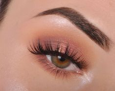 Shimmery and Natural Summer Makeup Schimmerndes und natürliches Sommer-Make-up Natural Summer Makeup, Natural Makeup Looks, Simple Makeup, Natural Beauty, Prom Make Up Natural, Easy Makeup, Natural Eyeshadow Looks, Summer Eye Makeup, Eye Makeup For Prom