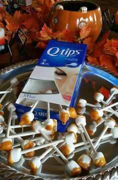 Halloween Party Food: Dirty Earwax Q-Tip Treats Looking for a GROSS treat idea for Halloween? These super gross Dirty Q-Tip…Looking for a GROSS treat idea for Halloween? These super gross Dirty Q-Tip… Postres Halloween, Casa Halloween, Soirée Halloween, Halloween Dinner, Halloween Goodies, Halloween Food For Party, Holidays Halloween, Easy Halloween Treats, Halloween Potluck Ideas