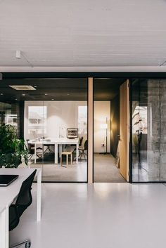 Cloud coworking On the sixth floor of an office building in Barcelona, MESURA designs a new Coworking space of 750 square meters. Office Space Design, Workplace Design, Office Interior Design, Office Interiors, Office Designs, Corporate Interiors, Office Meeting, Open Office, Meeting Rooms