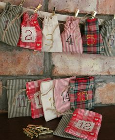 Christmas Advent Calendar - Rustic Cottage Style - 24 MINI BAGS Garland