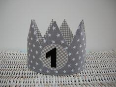Geburtstagskrone mit Sternen, mitwachsend von Herbstkind auf DaWanda.com Diy Birthday Crown, Diy Crown, Baby First Birthday, Baby Party, Party Gifts, Homemade Gifts, First Birthdays, Diy And Crafts, Baby Kids