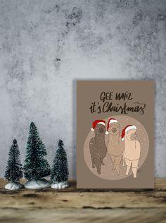 """Biglietto di Natale da scaricare con tre lama natalizi che cantano """"Gee whiz, it's Christmas"""", Caspita, è Natale! Cartolina e biglietto. di IlluminoHomeIdeas su Etsy Lama, The Wiz, Christmas Wishes, Online Printing, Singing, Christmas Decorations, Greeting Cards, Packaging, Etsy"""