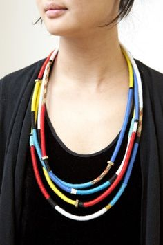 Excellent photo tutorial for the color band rope necklaces.