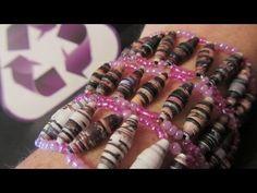 Pulseras hechas con revistas. Bracelets made with magazines