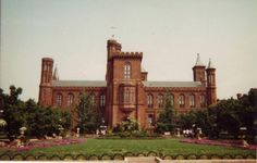 Smithsonian Institution - Cultural complex of 22 museums - The Mall, Washington, D. Viaje A Washington Dc, Washington Dc Hotels, Washington Dc Travel, Famous Landmarks, Dream Vacations, Travel Usa, Places To See, Trip Advisor, Tourism