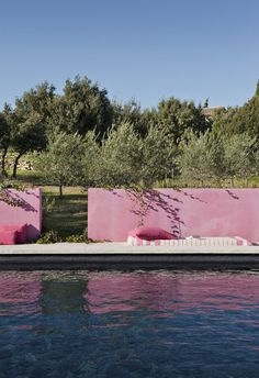 Pink stucco exterior landscaping wall - Pool