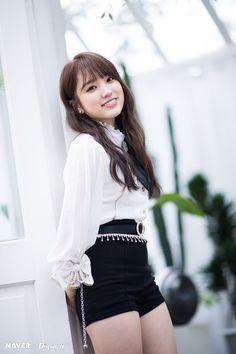 Fashion: Our Tips And Tricks Are Tops. Having bad fashion sense is also bad for self-esteem. Yuri, Kpop Girl Groups, Kpop Girls, Honda, Bad Fashion, Japanese Girl Group, Soyeon, Mamamoo, Mini Albums