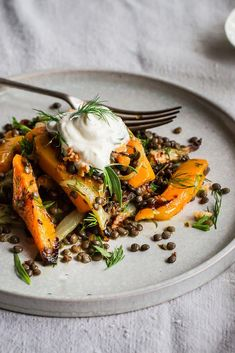This lentil, butternut squash and fennel salad is exactly the kind of recipe we're craving right now: healthy and delicious! Lentil Salad Recipes, Vegetarian Recipes, Cooking Recipes, Healthy Recipes, Pumpkin Salad, Fennel Salad, Eat This, Mets, Food Inspiration