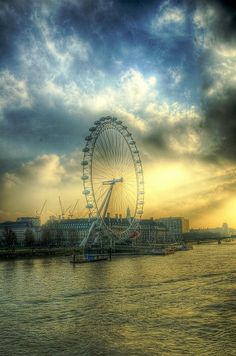 HDR shot of the Millennium Eye, London's biggest wheel on a misty winter day. Beach Photos, Cool Photos, Beautiful Places, Beautiful Pictures, Photoshoot Themes, Rare Images, I Love The Beach, World Pictures, London Eye